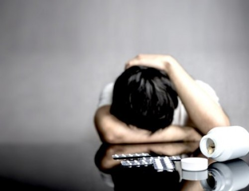COSA PORTA GLI ADOLESCENTI ALL'ABUSO DI DROGA E ALCOL?